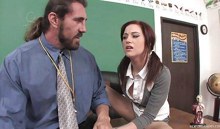 खूबसूरत लड़की एक आदमी के लिए एक कार्ड लेता है इंग्लिश सेक्सी पिक्चर फुल मूवी