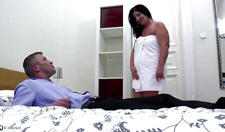 युवा लड़की पिछवाड़े में देता है, और खुश लग हिंदी सेक्सी मूवी पिक्चर रहा है