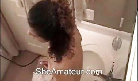 घर और बिल्ली में एक नग्न लड़की सेक्सी मूवी फिल्म पिक्चर भून
