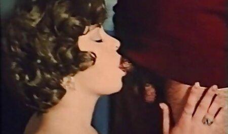 सुनहरे बालों वाली ब्लू सेक्सी पिक्चर मूवी सुंदर आत्मसमर्पण, पूल द्वारा प्रेमिका