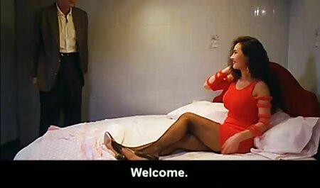 चश्मे के साथ पतली लड़की, सेक्स पिक्चर फुल मूवी अपने सबसे अच्छे दोस्त के साथ सो रही है