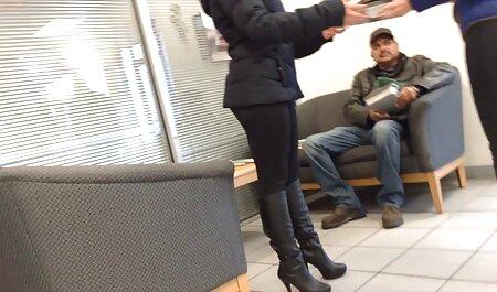 निदेशक कार्यालय में दो लड़कियों को पकड़ और एक गिरोह की व्यवस्था ब्लू मूवी सेक्सी पिक्चर करने का आदेश दिया गया था