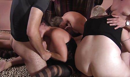 दो सेक्सी लड़कियों के साथ अंग्रेजों की सेक्सी मूवी पिक्चर गर्म आदमी ।